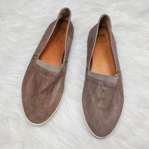 Frye Melanie Leather Slip On in Grey